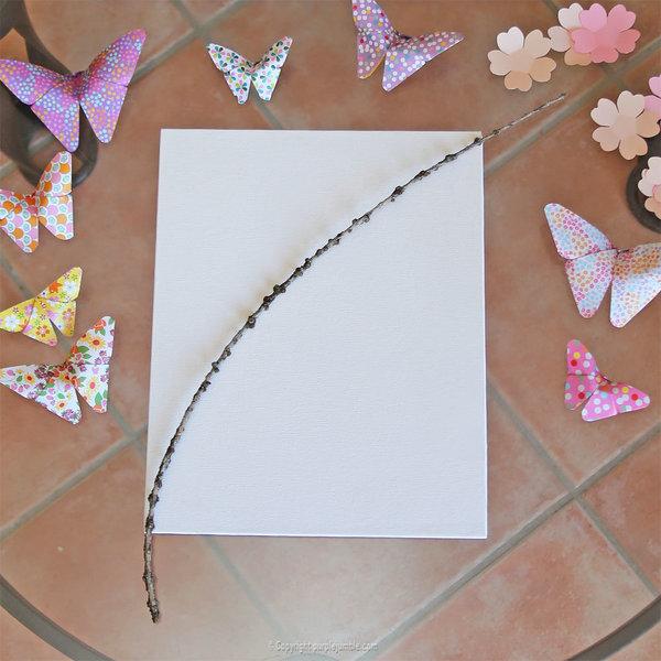 Cadre printanier aux inspirations japonaises-La branche de fleurs en papier