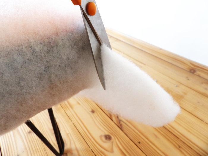 Banquette de tapissier en mousse et pieds Ripaton-ouate et mise en blanc