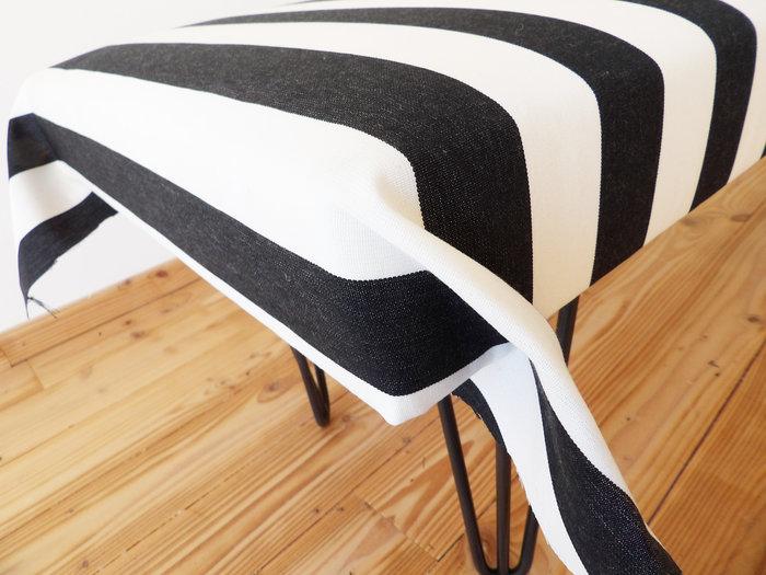 Banquette de tapissier en mousse et pieds Ripaton-réalisation des angles