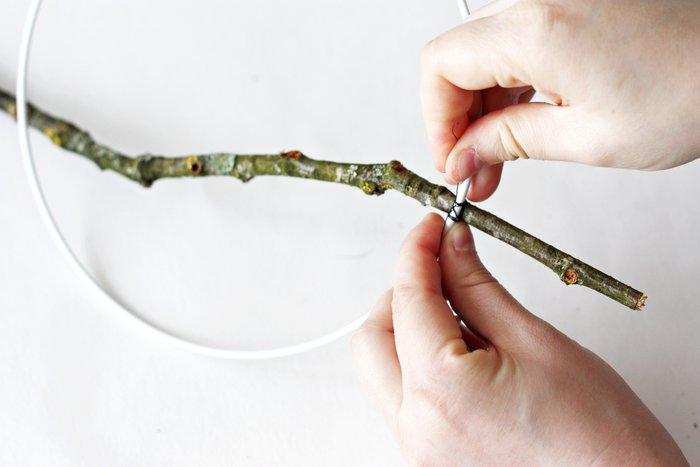 Un attrape-rêve fleuri-Préparez et fixez votre branche