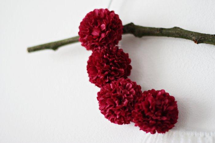 Un attrape-rêve fleuri-Fixez les fleurs