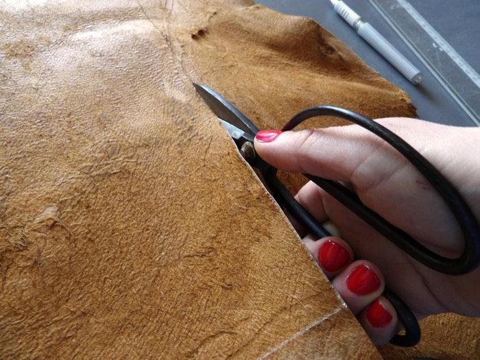 Réalisation d'un sac en cuir XXL -découpe du cuir