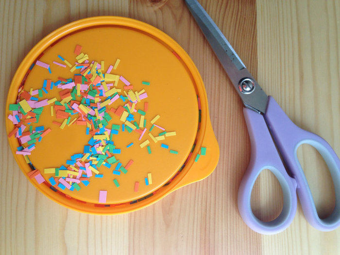 DIY // Centre de table Color Pop-Étape 2 : Les confettis