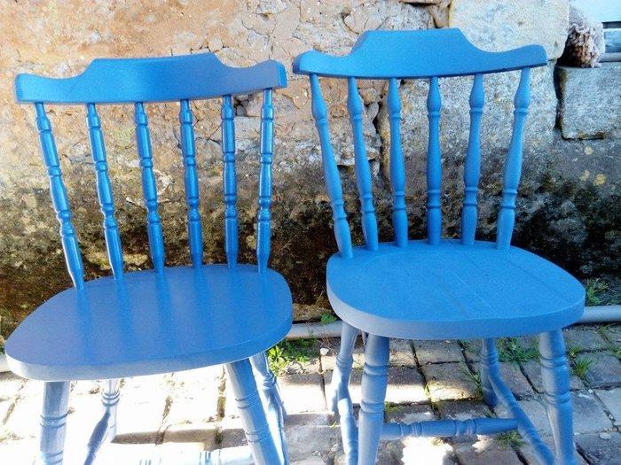 Rénovation et peinture de chaises en bois -Peinture