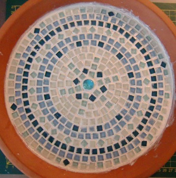 Un bain pour oiseaux en mosaïque-Les joints