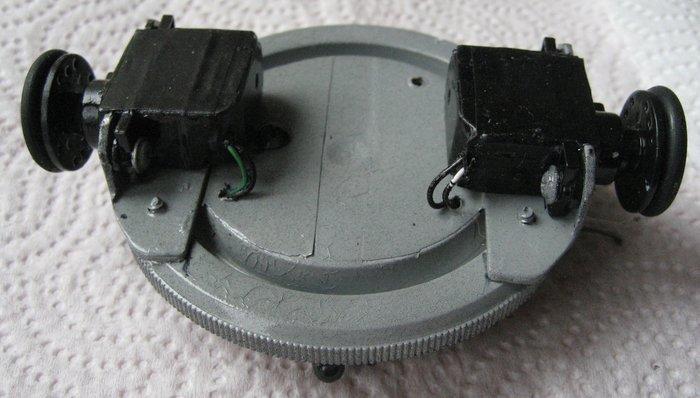 Robot autonome basé sur un Attiny13a et un capteur IR-la Motorisation: