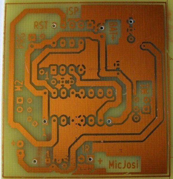 Robot autonome basé sur un Attiny13a et un capteur IR-le Circuit Imprimé