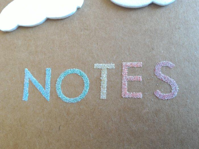 Carnet Rainbow-Écrire un mot sous l'arc en ciel avec du relief