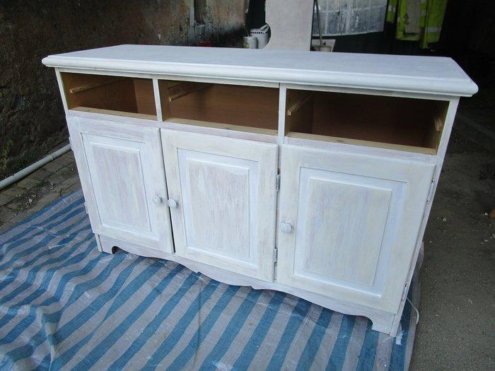 DIY : Rénovation d'un vaisselier avec pochoirs et peintures rétro-La peinture