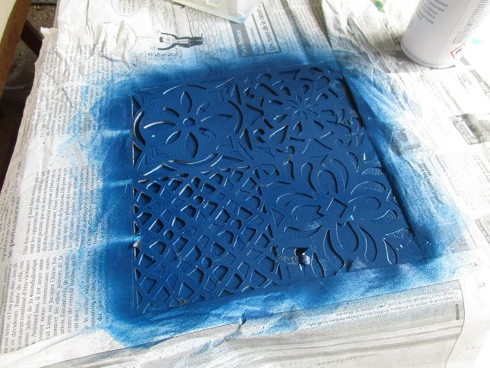 DIY : Rénovation d'un vaisselier avec pochoirs et peintures rétro-Deuxième couleur