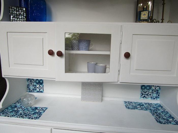 DIY : Rénovation d'un vaisselier avec pochoirs et peintures rétro-Résultat