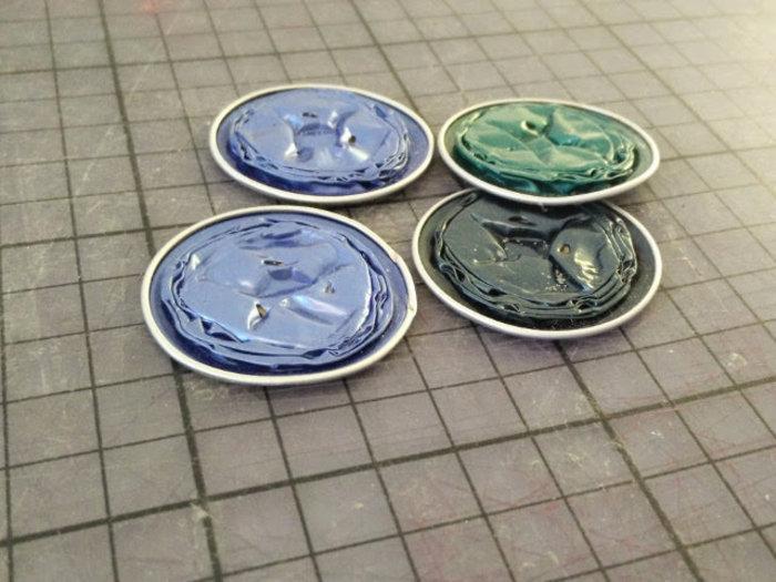 Une jolie broche fabriqué avec des capsules nespresso recyclées-Écraser les capsules nespresso