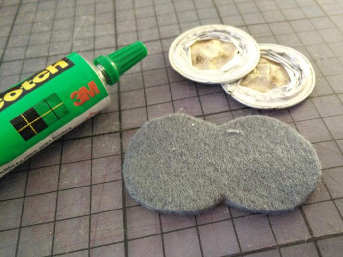 Une jolie broche fabriqué avec des capsules nespresso recyclées-Coller du feutre derrière
