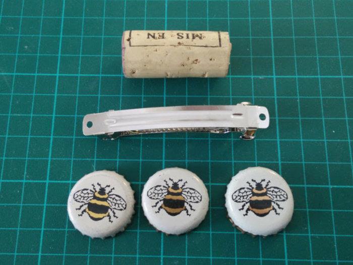 Fabriquer des barrettes à partir des materiaux recyclés-Des barrettes avec des capsules de bouteilles
