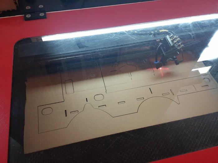 Lunettes de réalité virtuelle en carton-Cas 1 : vous avez accès à une découpeuse laser