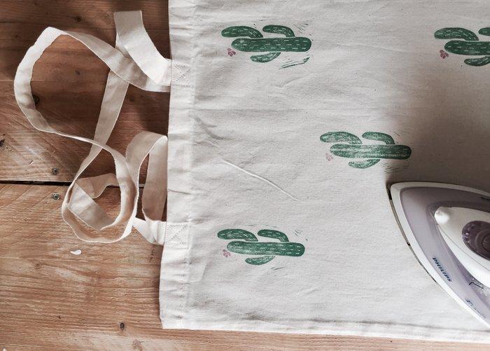 DIY : Un totebag à imprime cactus avec un tampon encreur fait maison-Fixer l'encre sur le totebag