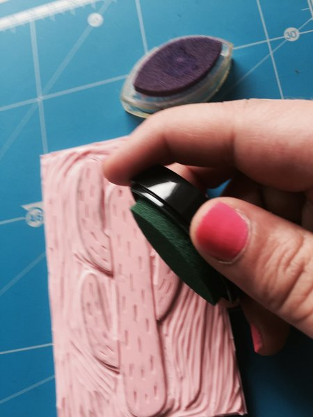 DIY : Un totebag à imprime cactus avec un tampon encreur fait maison-Test d'impression sur une feuille de papier