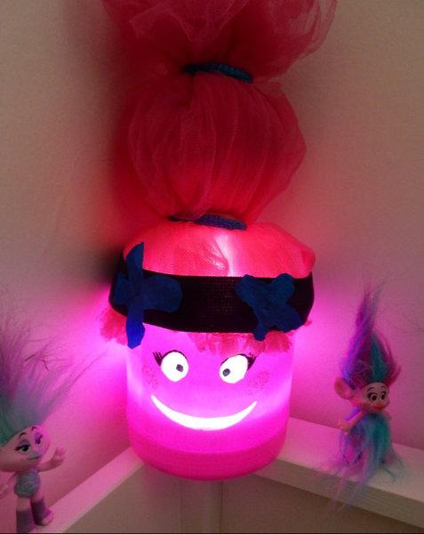 DIY Retour en enfance : Veilleuse Princesse Poppy-au-revoir vilains bergens !