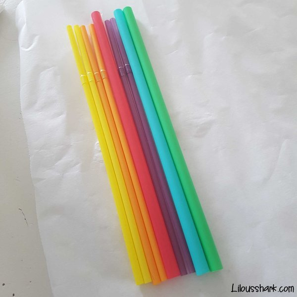 DIY : Recycler nos pailles en broche licorne rainbow-On place les pailles