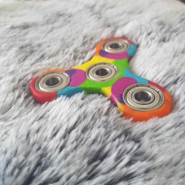 DIY : Mon Hand Spinner Rainbow en Fimo -On joue !