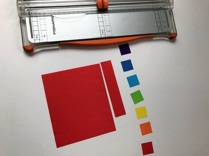 Marque-page zen aux couleurs de l'arc-en-ciel-Etape 1: Découper 7 carrés de papiers unis