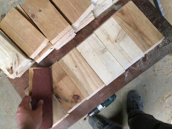 Des étagères hexagonales-Ponçage des morceaux