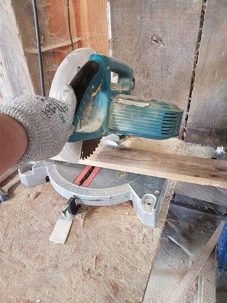 Table de chevet en palettes-Préparation des planches