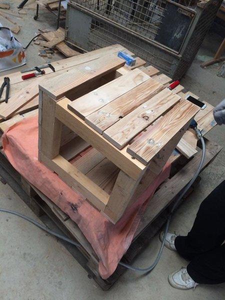 Table de chevet en palettes-Assemblage de la table