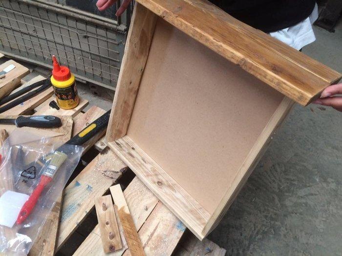 Table de chevet en palettes-Assemblage du tiroir