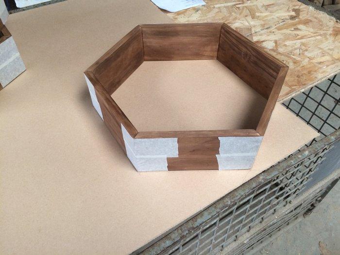 Des étagères hexagonales-Découpe et assemblage des fonds