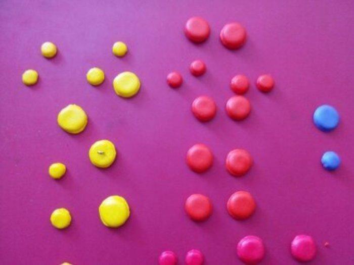 Un collier en fimo en mode rainbow-Moulage des coques