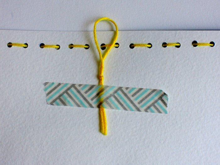 Un cadre en carton pour les petites mains-La broderie (simplissime !)