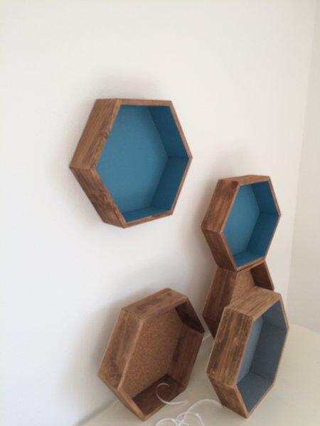 Des étagères hexagonales-Montage