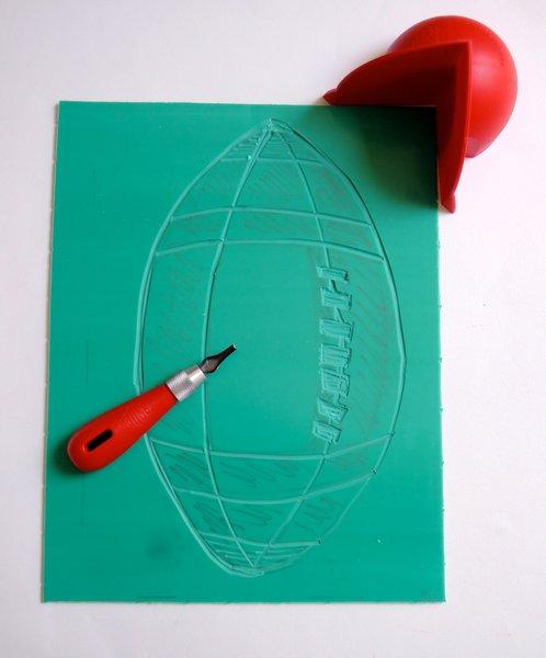 DIY : Linogravure autour du rugby !-Graver le ballon de rugby