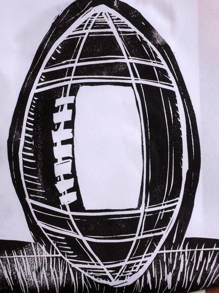 DIY : Linogravure autour du rugby !-Encrage du ballon de rugby