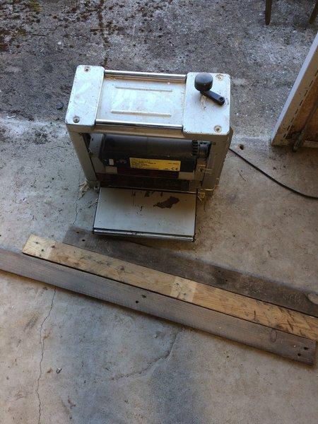Fabriquez votre propre Lightbox !-Redimensionnement du bois et rainurage