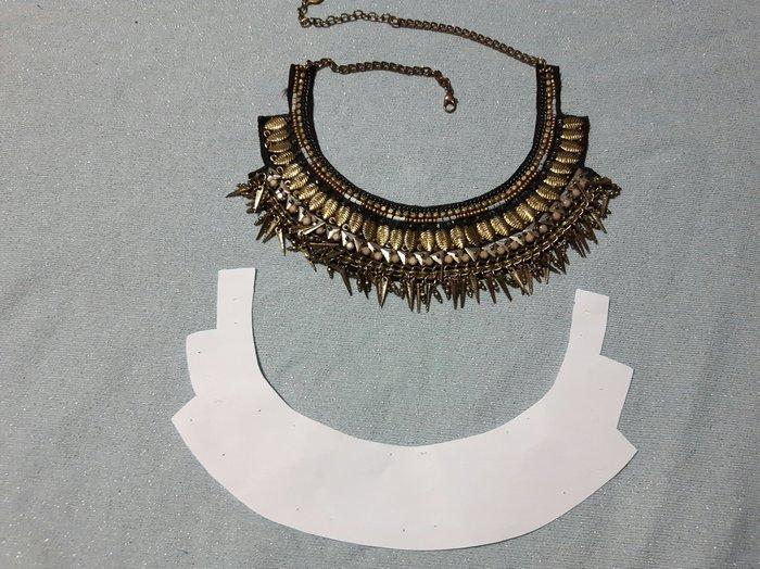 Une parure en tissu pour l'été-Un collier perlé