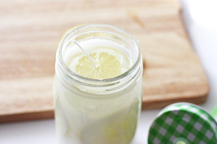 Une bougie anti-moustiques à la citronnelle-Le résultat