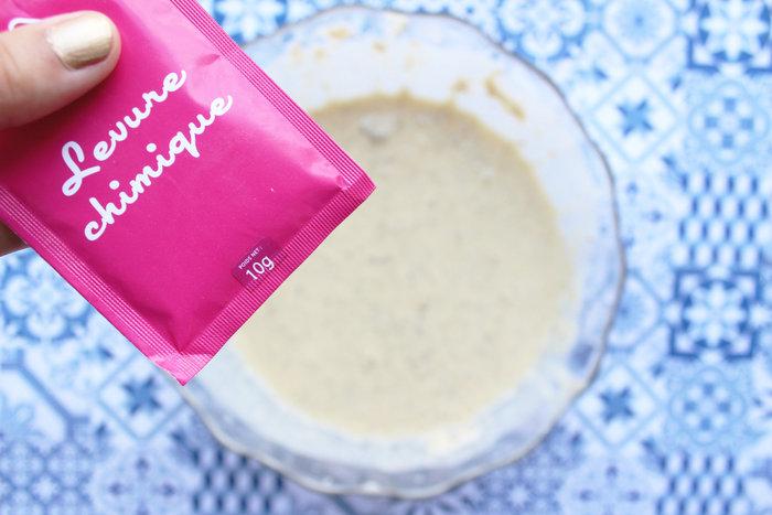 Banana Bread façon clafoutis aux cerises-On verse le tout dans un saladier et on ajoute le reste des ingrédients.