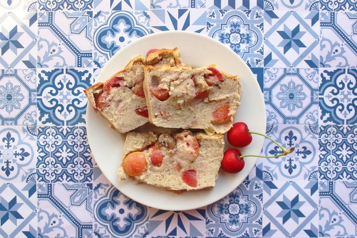Banana Bread façon clafoutis aux cerises-Au four 30min à 180°C.