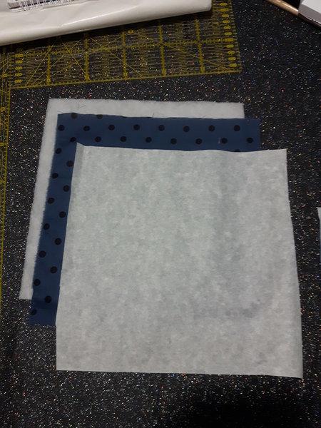 Un petit coussin bleu matelassé-Préparation du motif