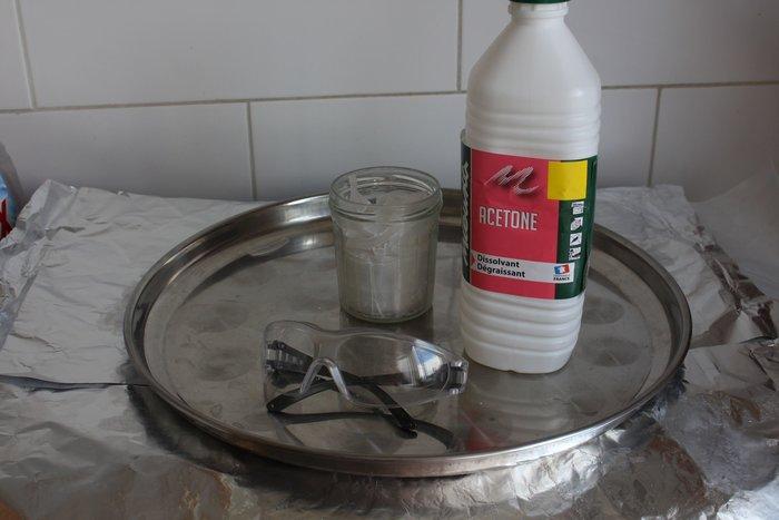 Pâte plastique en polystyrène de récupération, à mouler -Zone Dangereuse - Chimie - Help Papa !