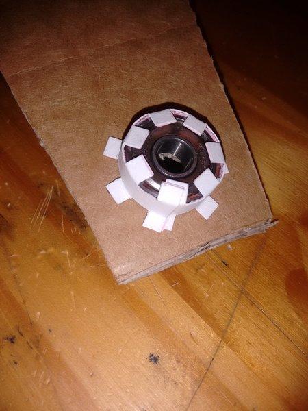 Ventilateur de table en carton-Et ce roulement alors ?