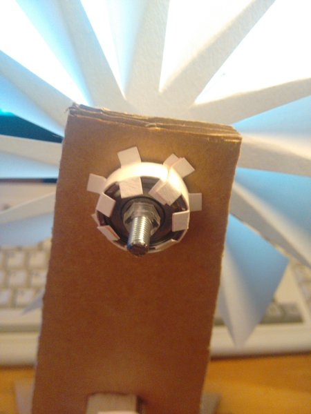 Ventilateur de table en carton-Assembler partie hélice