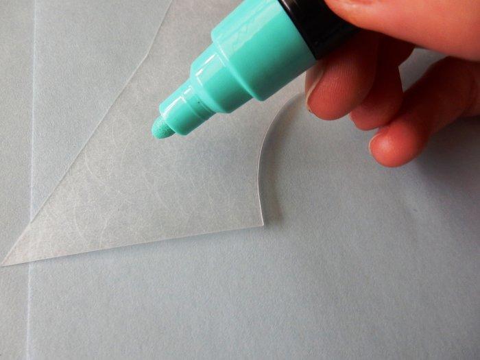 Un porte-bague en plastique dingue-colorier