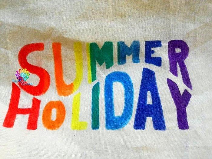 Un sac fourre tout pour l'été avec le plastique dingue !-Dessiner sur le tissu