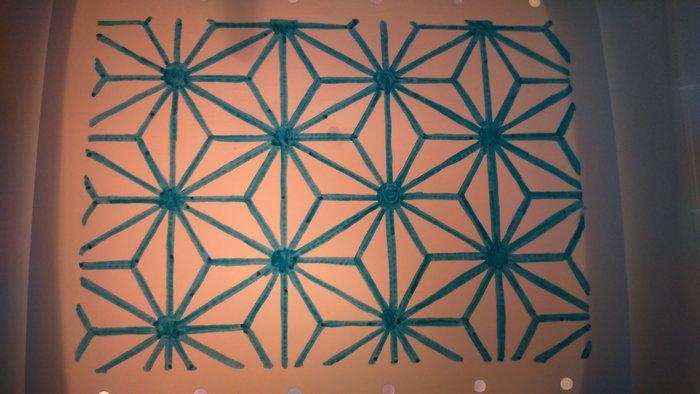 Un porte-bijoux mural en plastique dingue -Décalquer les motifs