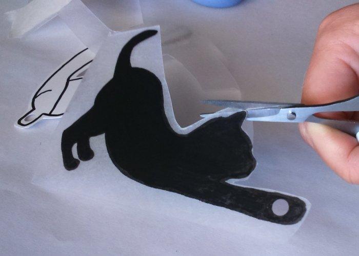 Utiliser les chutes de plastique dingue : DIY broches duo -découper et perforer