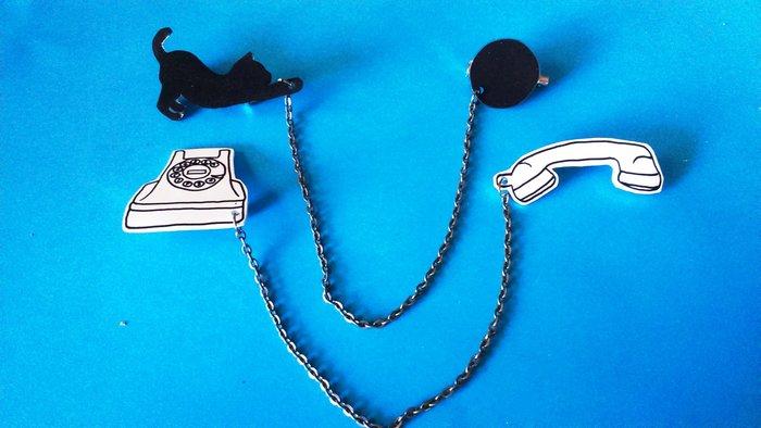 Utiliser les chutes de plastique dingue : DIY broches duo -et voilà ! En bonus : la broche duo spéciale enfant