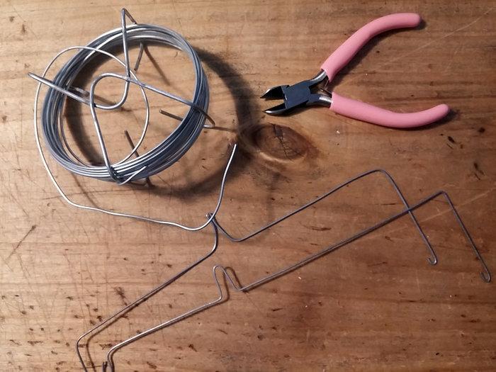 Un mobile marin en plastique dingue-Préparer les supports du mobile